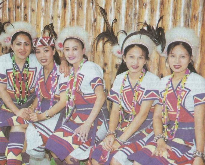 Wulai dancers